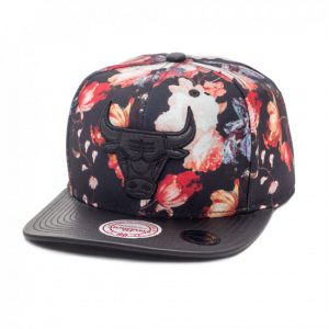 bone-mitchell-and-ness-snapback-chicago-bulls-antique-floral